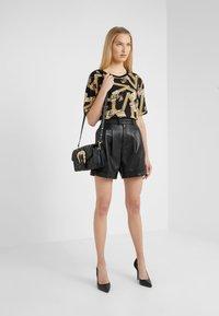 Versace Jeans Couture - BELT BUCKLE BAG QUILTED - Handtas - black - 1