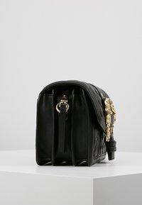 Versace Jeans Couture - BELT BUCKLE BAG QUILTED - Handtas - black - 3