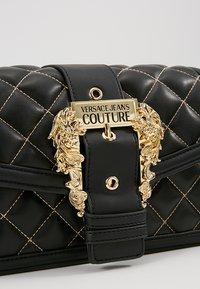 Versace Jeans Couture - BELT BUCKLE BAG QUILTED - Handtas - black - 6