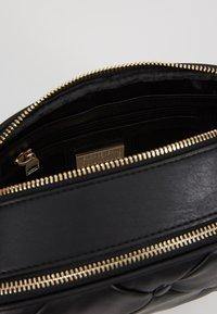 Versace Jeans Couture - Skuldertasker - black - 4