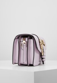 Versace Jeans Couture - LOGATA BUCKLE - Umhängetasche - wisteria - 3