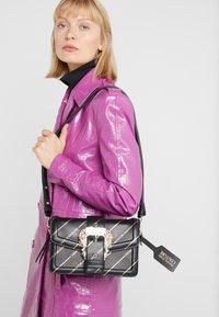 Versace Jeans Couture - LOGATA BUCKLE - Schoudertas - black - 1