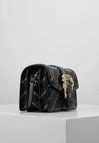 Versace Jeans Couture - LOGATA BUCKLE - Schoudertas - black - 3