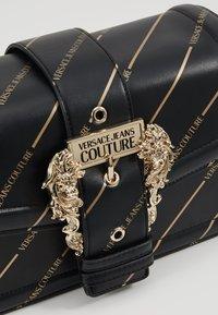 Versace Jeans Couture - LOGATA BUCKLE - Schoudertas - black - 6