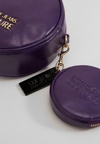 Versace Jeans Couture - Across body bag - purple - 7