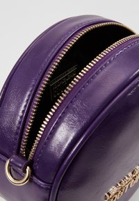Versace Jeans Couture - Across body bag - purple - 4