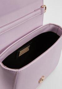 Versace Jeans Couture - FIORE - Schoudertas - wisteria - 4
