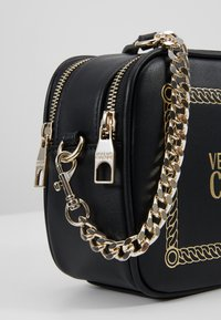 Versace Jeans Couture - Schoudertas - black/gold - 6