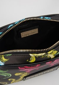 Versace Jeans Couture - HERITAGE - Heuptas - black - 4