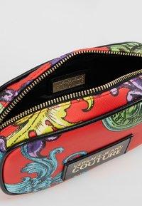 Versace Jeans Couture - HERITAGE - Bum bag - jasper - 4