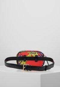 Versace Jeans Couture - HERITAGE - Bum bag - jasper - 2