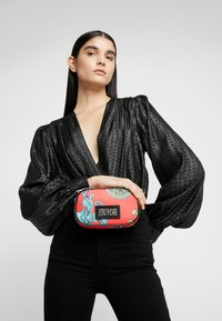 Versace Jeans Couture - HERITAGE - Bum bag - jasper - 1