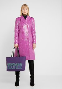 Versace Jeans Couture - Velká kabelka - purple - 1
