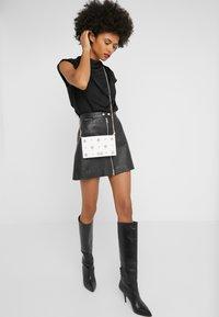 Versace Jeans Couture - Borsa a tracolla - white - 1