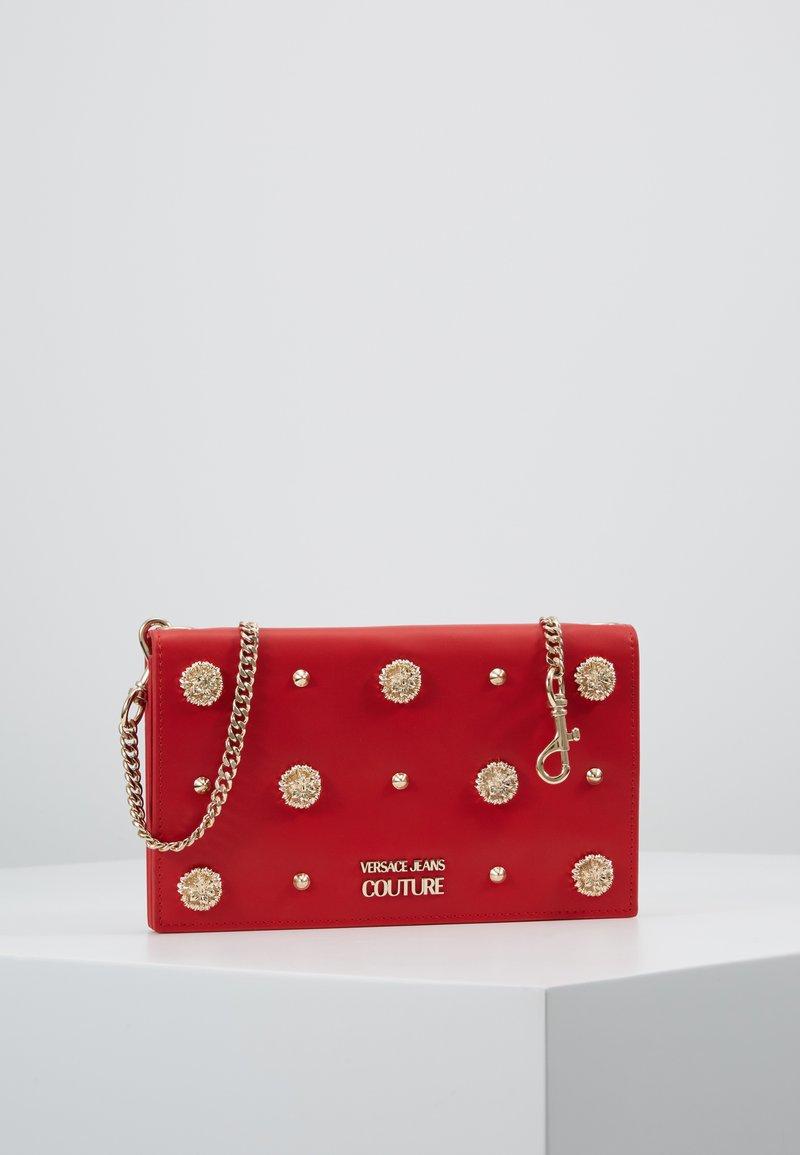 Versace Jeans Couture - Taška spříčným popruhem - red