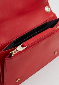 Versace Jeans Couture - Taška spříčným popruhem - red - 4