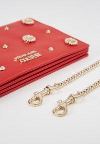 Versace Jeans Couture - Taška spříčným popruhem - red - 8