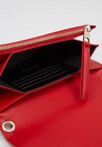 Versace Jeans Couture - Taška spříčným popruhem - red - 5