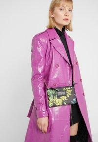 Versace Jeans Couture - Umhängetasche - black - 1