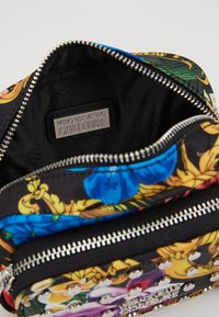 Versace Jeans Couture - BAROQUE PRINT CAMERA - Across body bag - multi - 4