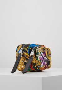 Versace Jeans Couture - BAROQUE PRINT CAMERA - Across body bag - multi - 3