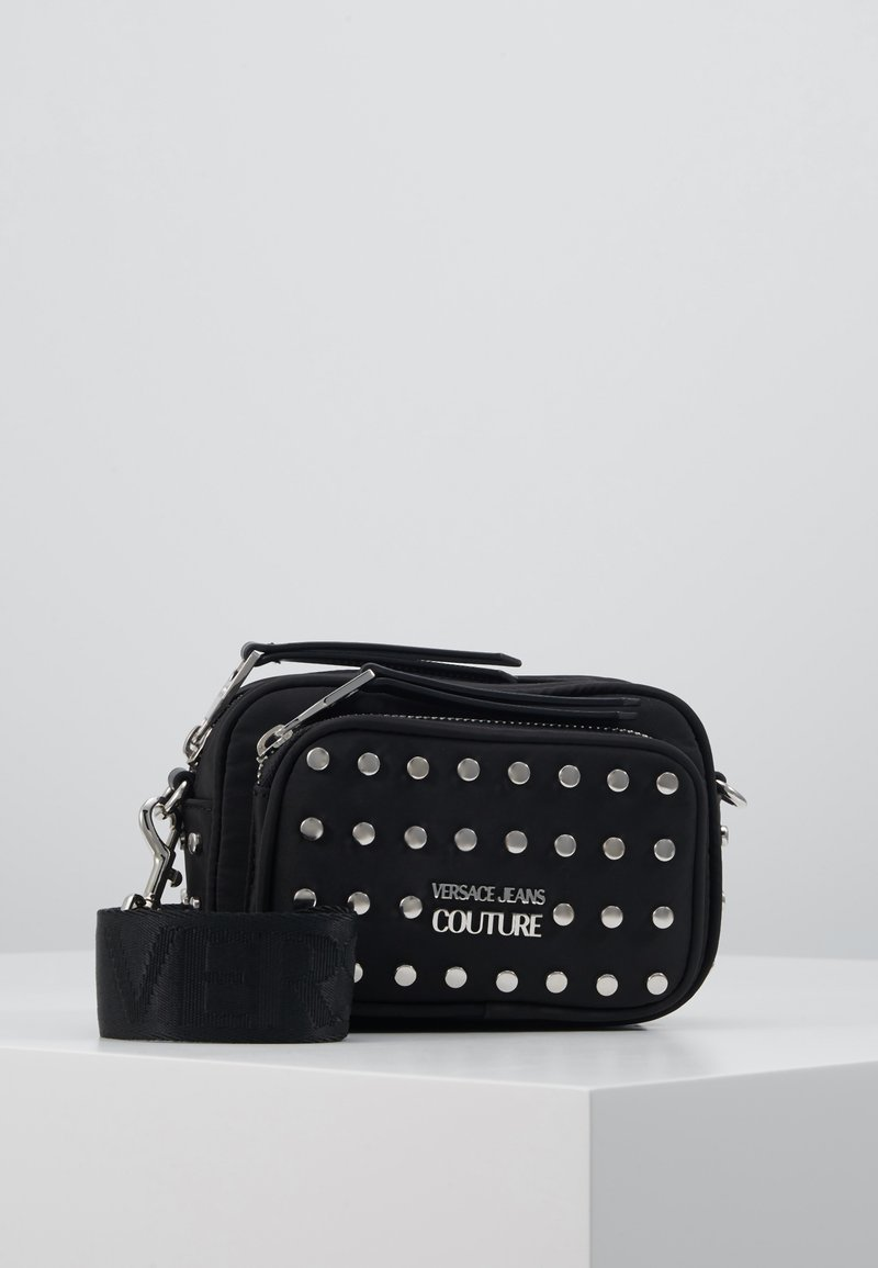 Versace Jeans Couture - STUDDED CAMERA - Skuldertasker - black