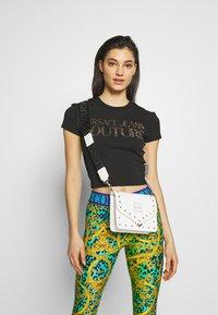 Versace Jeans Couture - STUDDED FLAP OVER - Taška spříčným popruhem - white - 1