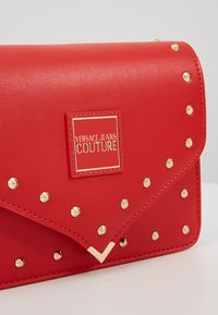 Versace Jeans Couture - STUDDED FLAP OVER - Schoudertas - red - 6