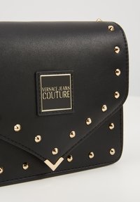 Versace Jeans Couture - STUDDED FLAP OVER - Umhängetasche - black