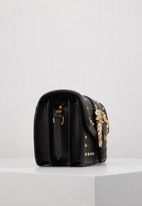 Versace Jeans Couture - BAROQUE BUCKLE STUD SHOULDER  - Across body bag - black - 3