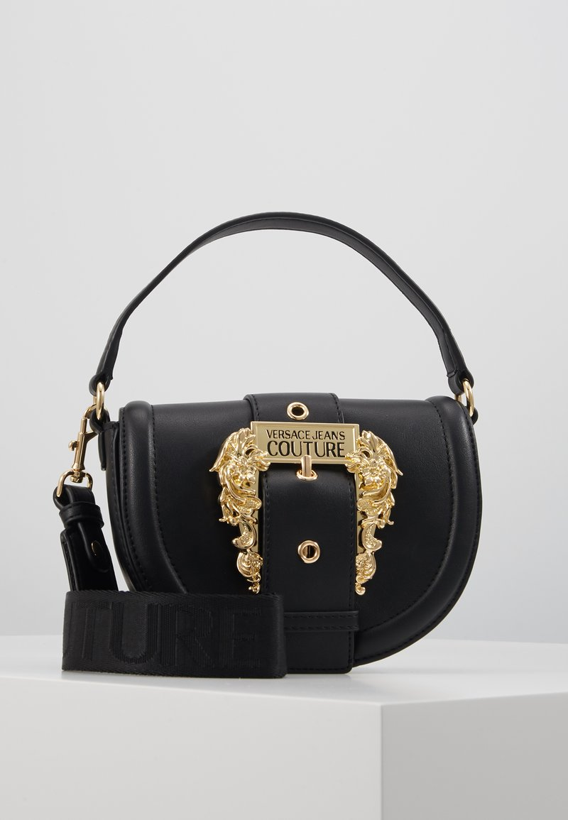 Versace Jeans Couture - BAROQUE BUCKLE HALF MOON - Håndtasker - black