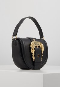 Versace Jeans Couture - BAROQUE BUCKLE HALF MOON - Handtas - black - 2