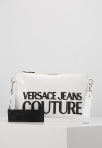 Versace Jeans Couture - PATENT POUCH ON STRAP LOGO - Pikkulaukku - white - 0