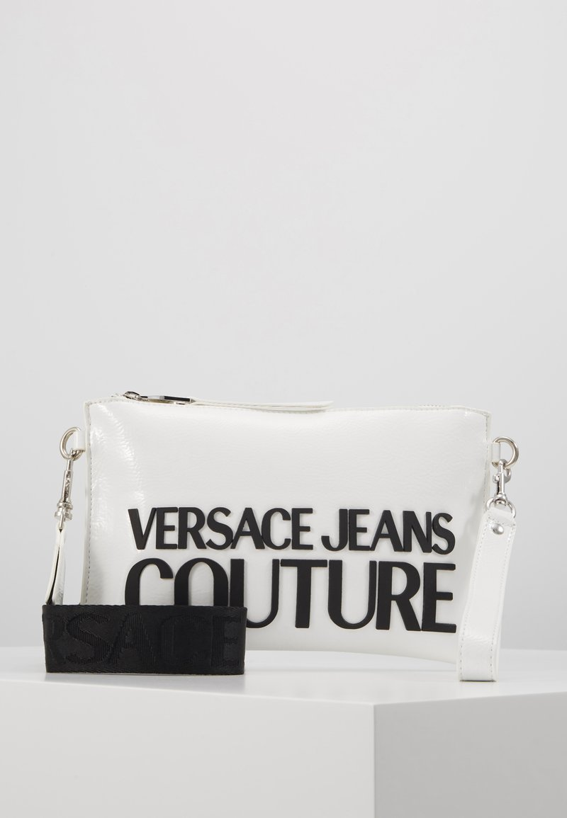 Versace Jeans Couture - PATENT POUCH ON STRAP LOGO - Pikkulaukku - white