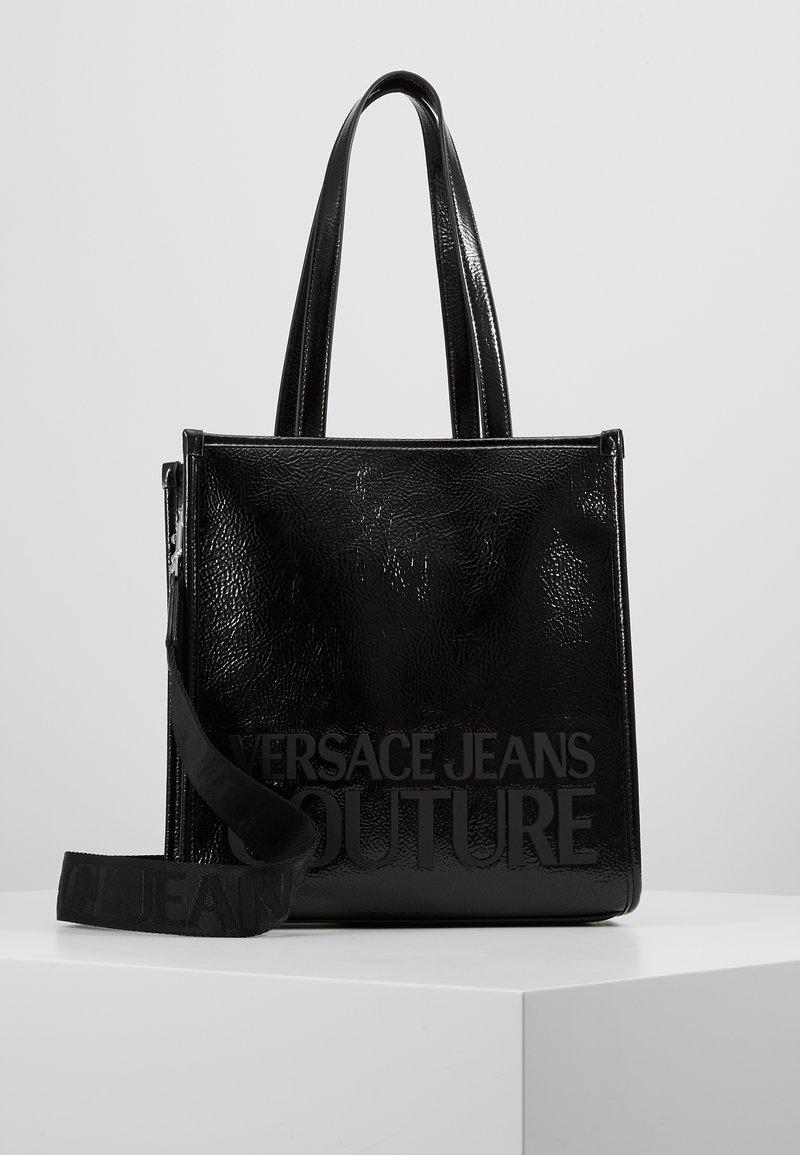 Versace Jeans Couture - PATENT LOGO TOTE - Torebka - black