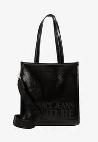 Versace Jeans Couture - PATENT LOGO TOTE - Torebka - black - 5