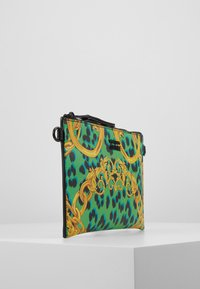 Versace Jeans Couture - LEOPARD BAROQUE POUCH - Clutch - frog - 3