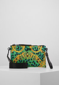Versace Jeans Couture - LEOPARD BAROQUE POUCH - Clutch - frog - 0
