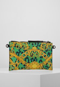 Versace Jeans Couture - LEOPARD BAROQUE POUCH - Clutch - frog - 2