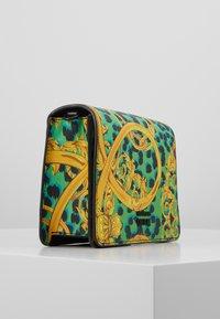 Versace Jeans Couture - LEOPARD BAROQUE - Olkalaukku - frog - 4