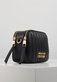 Versace Jeans Couture - QUILTED CAMERA - Taška spříčným popruhem - black - 4