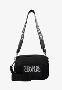 Versace Jeans Couture - TAG CAMERA  - Schoudertas - black - 6