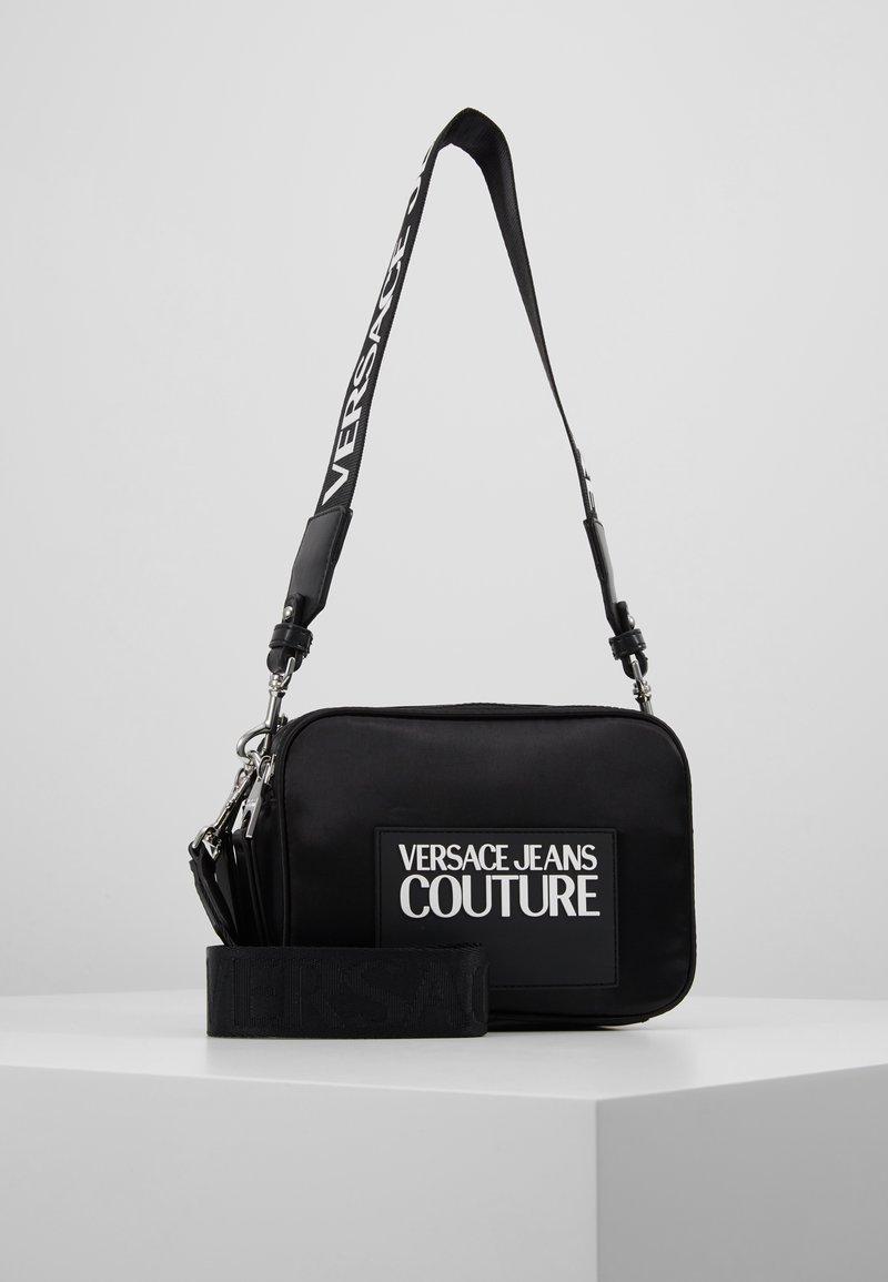 Versace Jeans Couture - TAG CAMERA  - Schoudertas - black