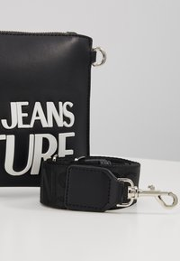 Versace Jeans Couture - MACRO LOGO POUCH - Clutch - black - 6