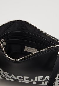 Versace Jeans Couture - MACRO LOGO POUCH - Clutch - black - 4