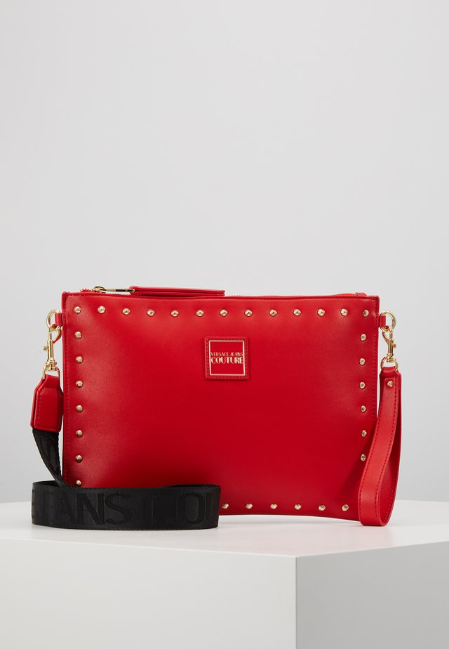 STUDDED POUCH ON STRAP - Kuvertväska - red