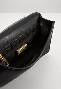 Versace Jeans Couture - MED BUCKLE - Skuldertasker - nero - 3