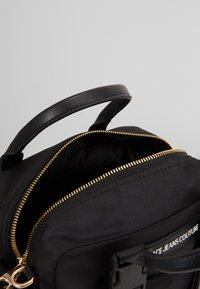 Versace Jeans Couture - GRAB BAG - Sac à main - nero - 6