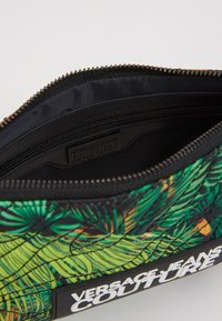Versace Jeans Couture - MED POUCH STRAP - Clutch - multicoloured - 4