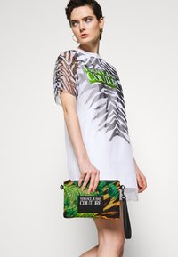 Versace Jeans Couture - MED POUCH STRAP - Clutch - multicoloured - 1